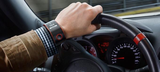smartwatch-conducir-multas-02-1440px_1440x655c