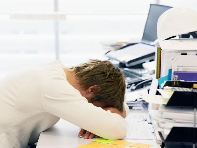 Recomendaciones-para-manejar-el-estrés-en-el-trabajo-1-696x522